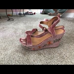 Pink embroidered wedges!